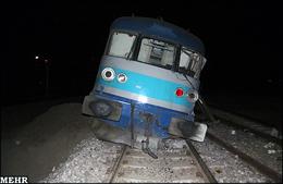 توفان شن قطار مسافری تهران-زاهدان را از ریل خارج کرد