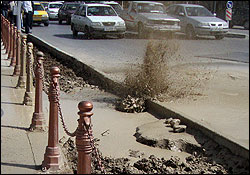 ریزش زمین در میدان منیریه تهران