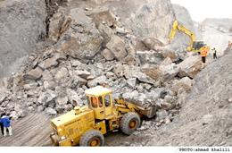جاده هراز به علت ریزش کوه مسدود شد