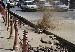 حفره ۱۰ متری در خیابان ولیعصر