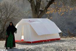 چادر سرپناه زلزله زدگان در سرما/ مسئولان به فکر مسکنی گرم باشند