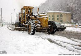 بارش برف در جاده چالوس/ ریزش کوه در جاده سیرجان - حاجی آباد