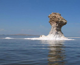 کاهش چهارمتری تراز دریاچه ارومیه در ۱۴ سال