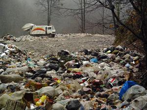 جنگلهای دو هزار تنکابن غرق در زباله!