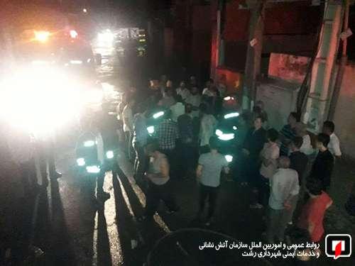 آتش سوزی نیمه شب در دو باب مغازه تجاری آتش نشانان را به محل حادثه کشاند