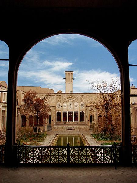خانه بروجردی ها از آثار تاریخی کاشان