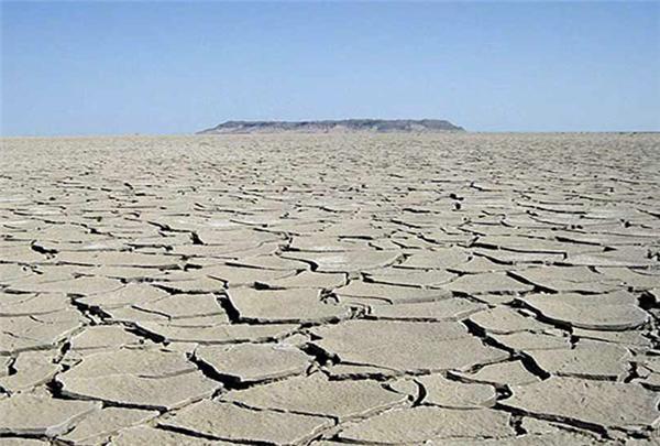 آب هیرمند بعد از سالها خشکسالی به دریاچه هامون میریزد