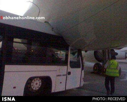 تصادف یک اتوبوس با هواپیمای ماهان