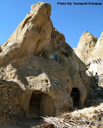 معماری صخره ای در روستای کندوان