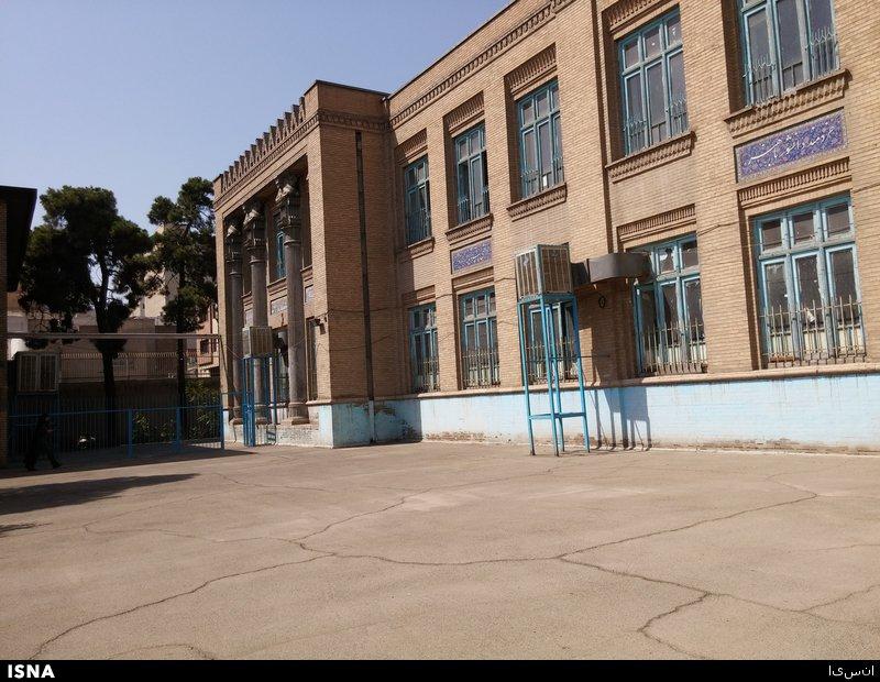 دبیرستان «انوشیروان دادگر» را بیتوجهی تخریب میکند!