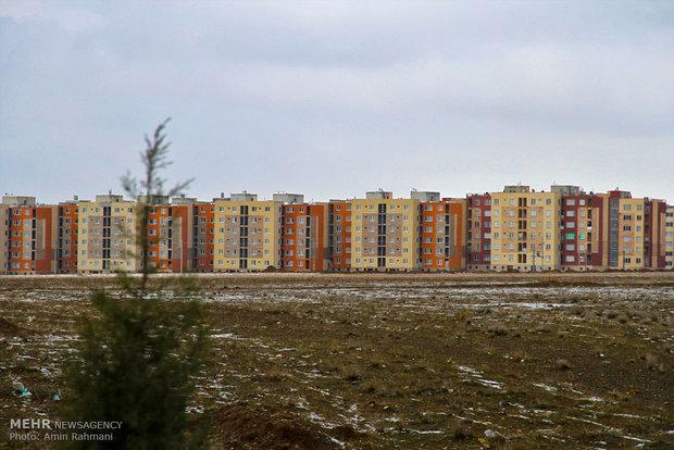 شهرک ۷۰۰واحدی که مدرسه و مسجد ندارد/مسکن های مهری که لنگ میزنند