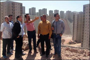 متقاضیان از مسکن مهر پردیس بازدید کردند/ اعلام رضایت از فعال بودن پروژهها/ توضیحات معین ویژه پردیس