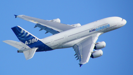 آبان ماه، اولین هواپیما در فرودگاه ماکو به زمین مینشیند