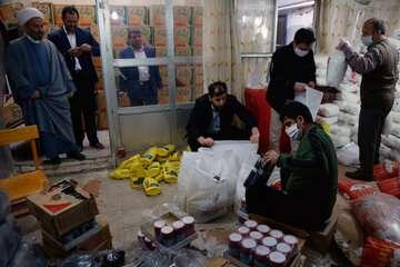 توزیع بستههای معیشتی ۳۰۰ هزار تومانی بین خانوارهای محروم