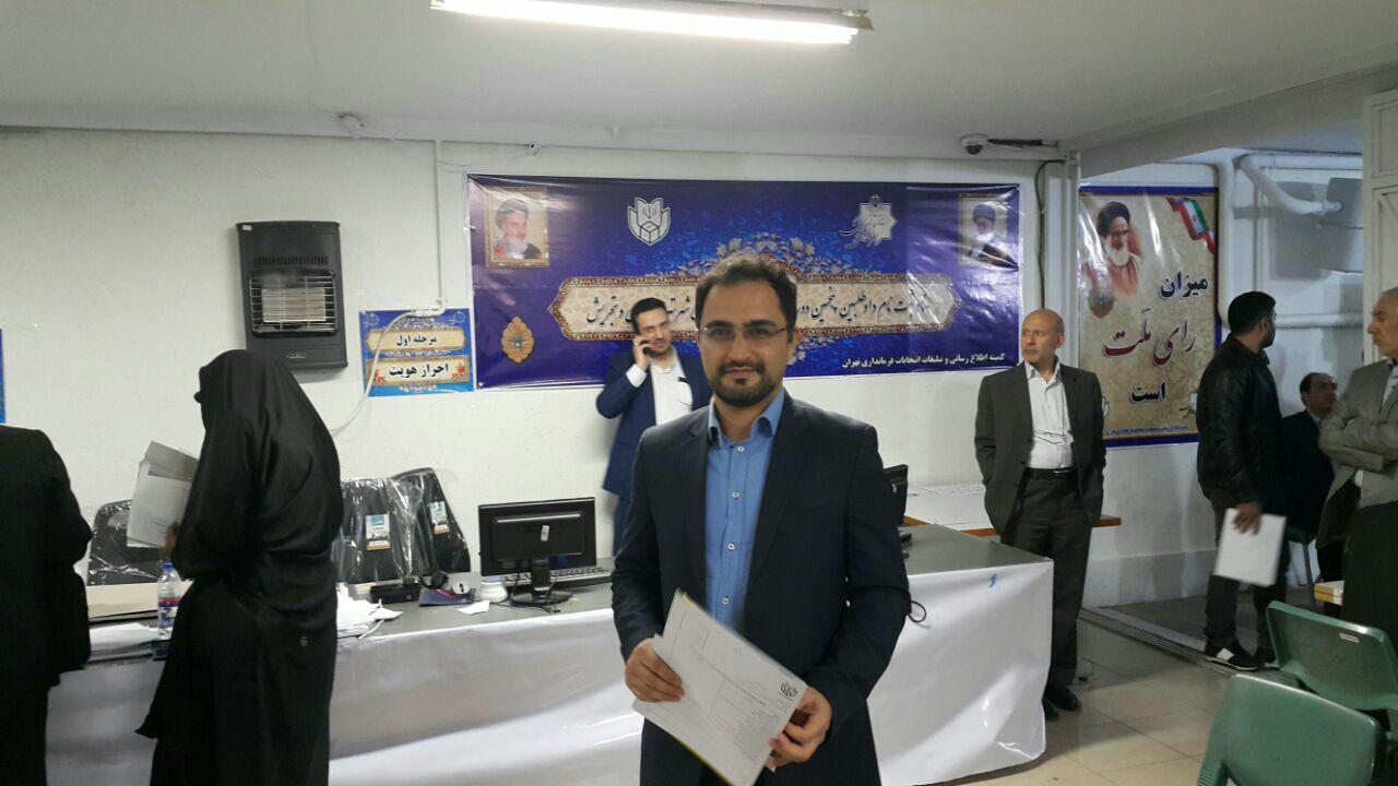 دکتر روانشادنیا با حضور در فرمانداری تهران برای انتخابات ثبت نام کرد