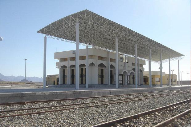 راه آهن غرب به شهر ۲ هزار و ۵۰۰ نفری فیروزان رسید
