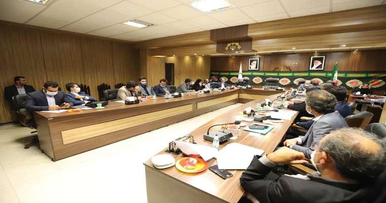 """جلسه مشترک کمیسیون های عمران و بودجه شورا: """"جلسه گذاشتن شهردار با مدیران شهرداری و غیبت و تاخیر حضور شان در جلسات کمیسیون ها پایین آوردن شان شورا است."""""""