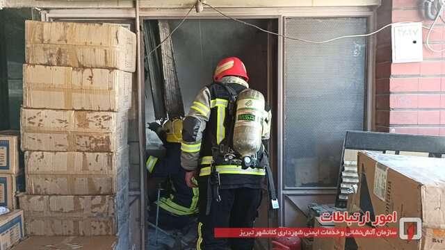آتشسوزی انباری لوازم آرایشی بازار مشروطه اطفاء شد