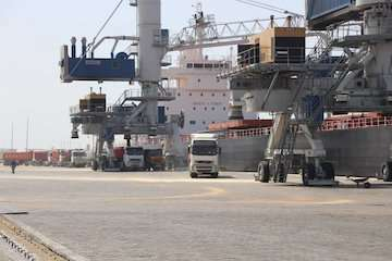 رشد ۳۳۰ درصدی واردات کالاهای اساسی از طریق بندر چابهار/ ترانزیت کالا از دروازه ملل ۱۵۷ برابر شد