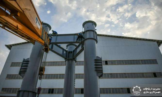 آغاز مراحل نصب سه دودکش 60متری نیروگاه زباله سوز ساری