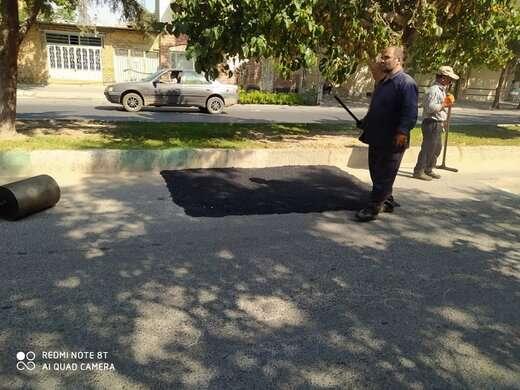 چالهزدایی و لکهگیری آسفالت معابر اصلی در محله شنب غازان