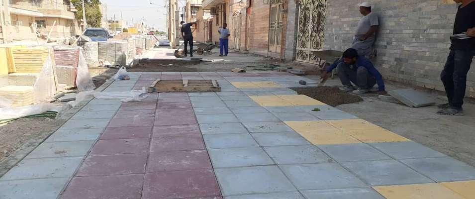 عملیات اجرایی کفپوش گذاری و احداث پیاده رو خیابان خرداد واقع در کوی طالقانی