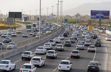 افزایش تردد ۱.۱ درصدی وسایل نقلیه در جادههای کشور/ اوج تردد بین ساعات ۱۸ الی ۱۹ و کمترین تردد بین ساعات ۳ الی ۴ انجام شده است