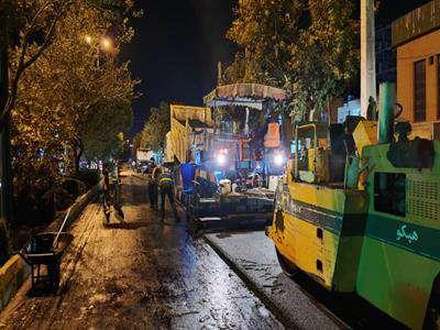 عملیات تراش ، مرمت و روکش آسفالت خیابان پادگان در حال اجرا است