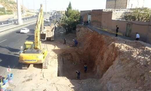 عملیات خاکبرداری ضلع جنوبی و لاشه چینی ضلع شمالی پروژه اتصال پارکینگ عون بن علی به میدان شهید فهمیده