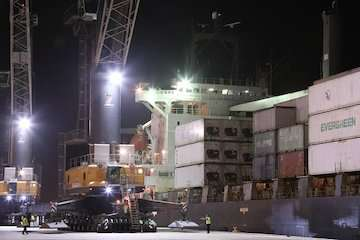 ورود مستقیم دو کشتی ترانزیتی از بنادر هند و جبل علی به بندر شهید بهشتی چابهار/ پهلوگیری مستمر کشتی های حامل کالاهای ترانزیتی در بندر چابهار