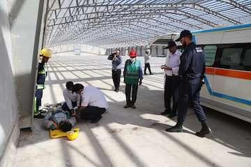 برگزاری مانور امداد و نجات، اطفاء حریق و سقوط از ارتفاع حین کار در بندر چابهار