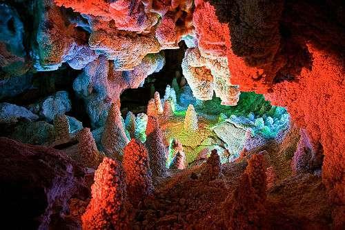 غارهای منحصر به فرد و حساس را به عنوان اثر طبیعی و ملی ثبت می کنیم