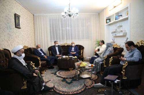 اعضای کمیسیون ایثارگران شورای شهر مشهد با خانواده  ...