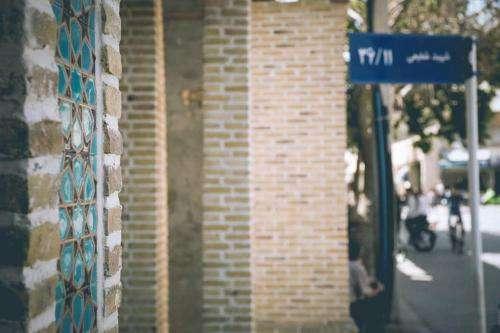 نقش هنر بر جداره های شلوغ بازار منطقه ۵