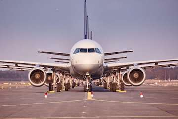بازگشت پروازهای فرودگاه چابهار به روال گذشته/ کاهش نرخ بلیت پرواز ترکیه به ۴ و نیم میلیون تومان/ اورهال هواپیمای باری بوئینگ ۷۴۷ به همت مهندسان ایرانی