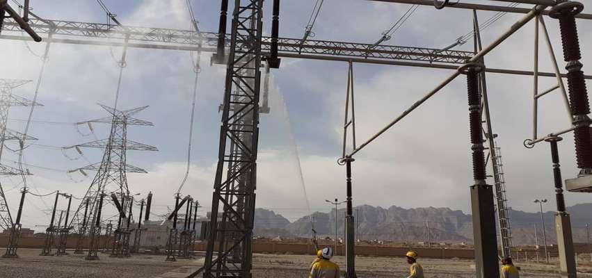 شستشوی خطوط و پستهای انتقال و فوقتوزیع استان یزد قبل از فصل بارندگی