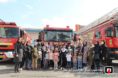 برگزاری آموزش ایمنی وآتش نشانی به مناسبت گرامیداشت 7 مهـر برای کودکان اداره بهزیستی رشت/آتش نشانی رشت