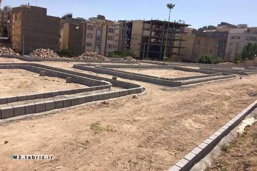 اجرای عملیات دیوار سنگی و جدول گذاری پارک ترافیک