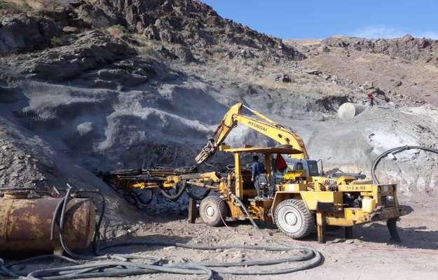 شروع عملیات آتشباری حفاری تونل انتقال آب شبکه آبیاری پایاب...