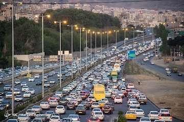 بشنوید ترافیک سنگین در محورهای چالوس-کرج، تهران-کرج و قزوین-کرج