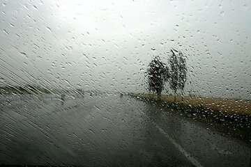 جادههای ۵ استان کشور بارانی است