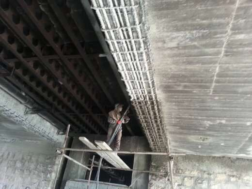 آغاز بتن شاتکریت در پروژه مقاوم سازی پل تقاطع ۲۹ بهمن