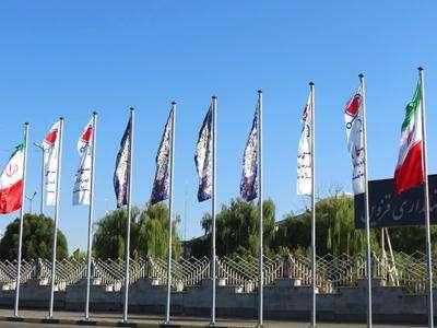 پرچم های تقدیر از قهرمانان سلامت در سطح شهر نصب شد