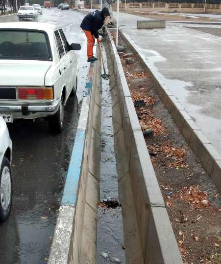 عطر خوش باران در شهر /تلاش نیروهای خدمات شهری شهرداری مبارکه برای کاهش مشکلات ناشی از بارندگی
