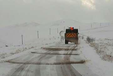 بارش برف و باران جاده های استان تهران را لغزنده کرد