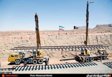 هزینه ۲۰ هزار میلیارد ریالی به نرخ روز برای ساخت راه آهن خواف - هرات/ ظرفیت جابهجایی ۱۲ میلیون تن کالا  در سال از مسیر ریلی ایران - افغانستان