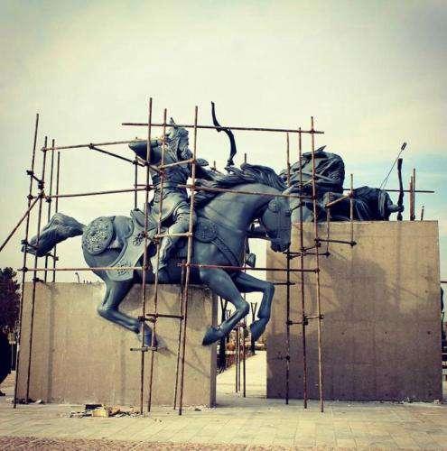 نصب مجسمه «رستم و اکوان دیو» تا پایان آذرماه در  ...