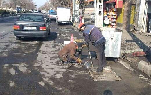 اصلاح و همسطحسازی دریچههای فلزی خیابان ستارخان