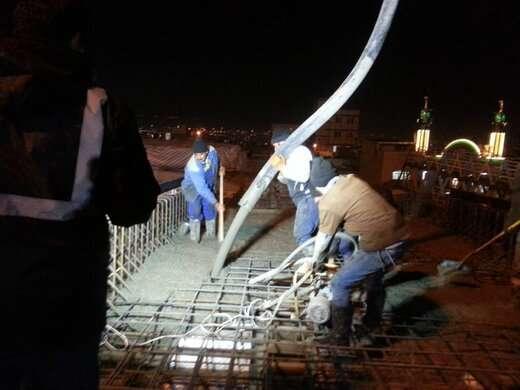 عملیات بتنریزی عرشه پروژه پل اتصال پارکینگ عون بن علی به طرف میدان شهید فهمیده