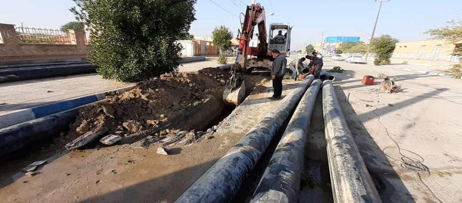 لوله گذاری جهت احداث کانال دفع آب های سطحی در کوی طالقانی به طول یک کیلومتر توسط شهرداری خرمشهر